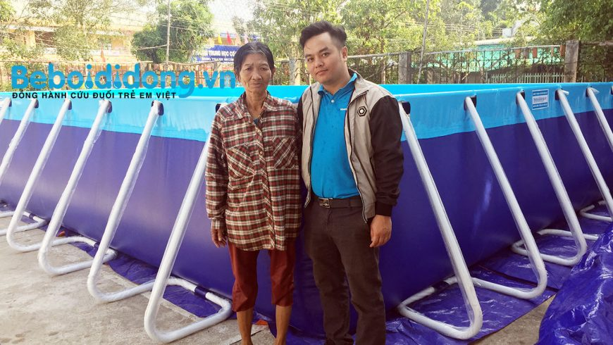 Hoàng Hải tài trợ hồ bơi miễn phí thứ 2 cho cô Sáu Thia ở Đồng Tháp